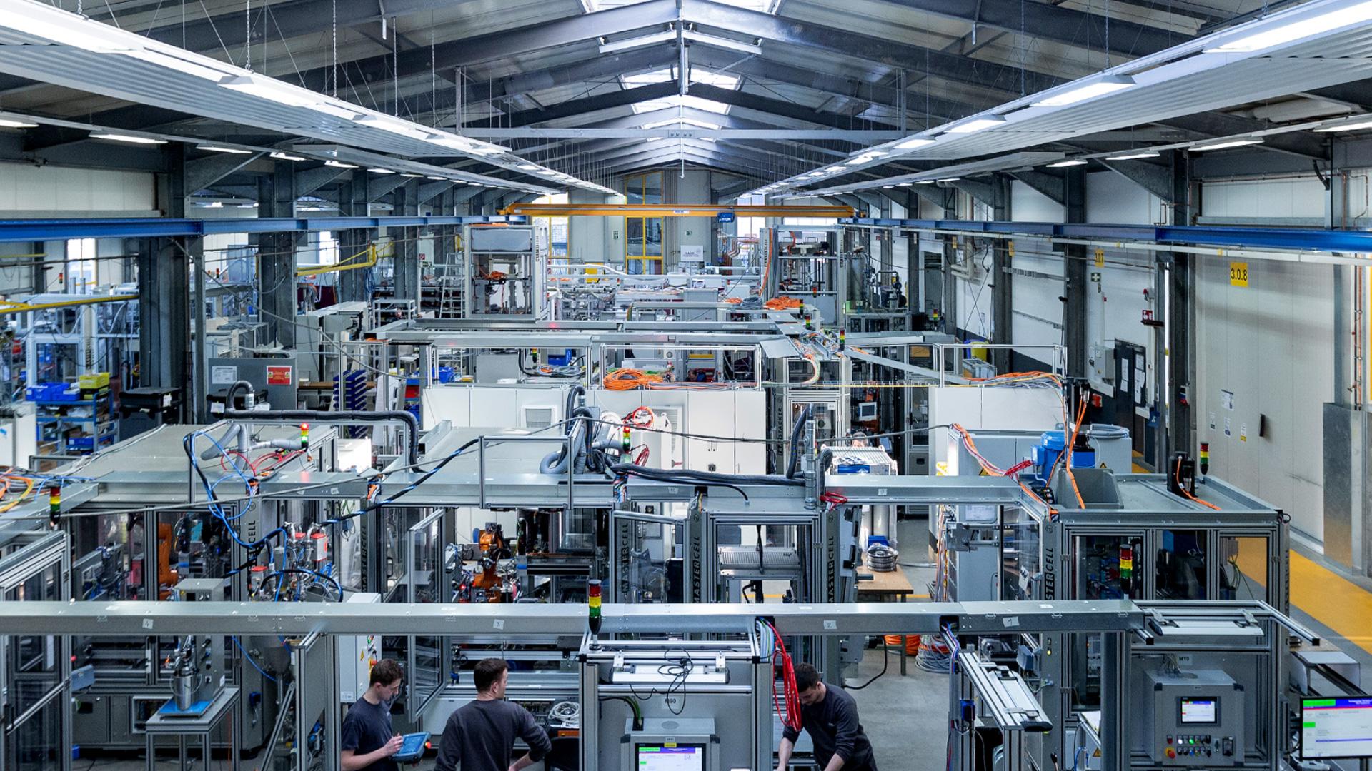 Produktionshalle der HAHN Automation