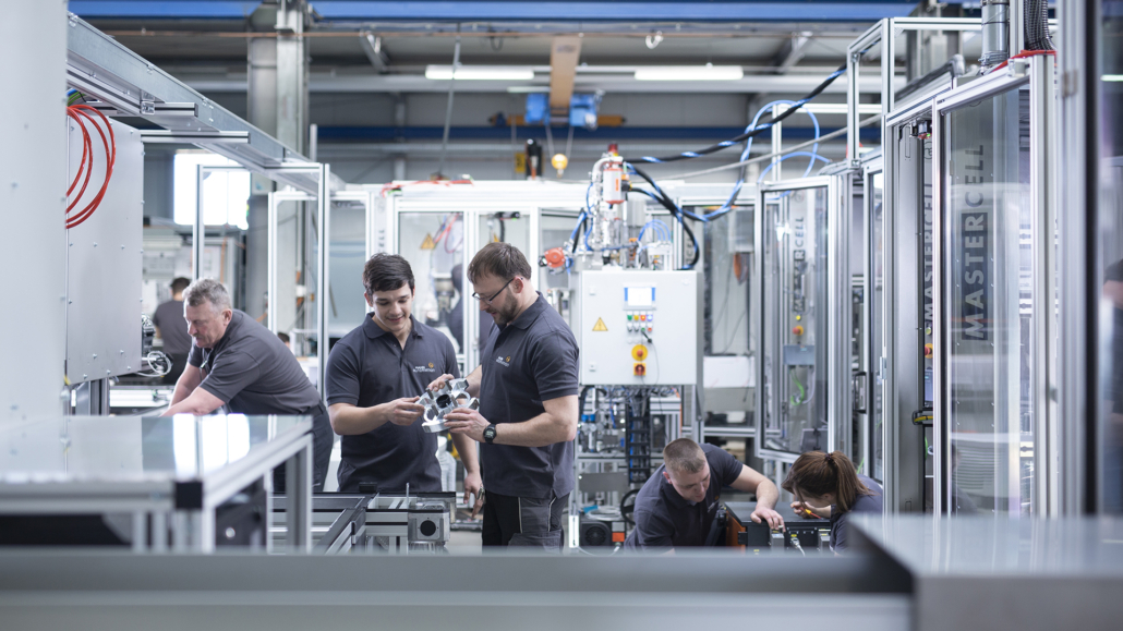 Ausbildung innerhalb der HAHN Group | Training within the HAHN Group